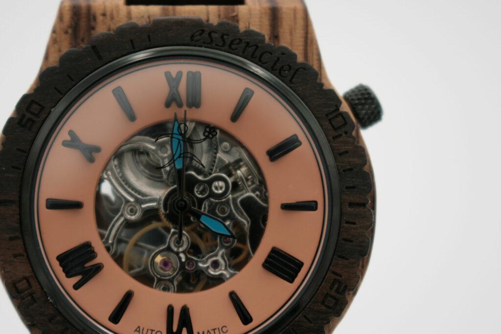 montre en bois essenciel